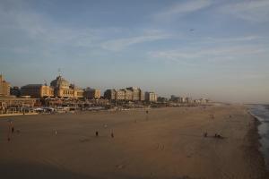Es wird Abend am endlosen Strand