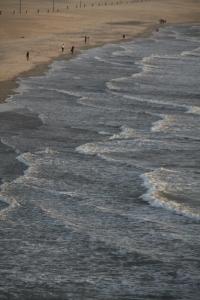Wellenmuster von der Pier aus gesehen