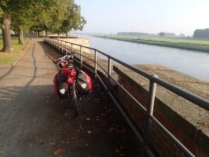 Morgenstimmung am Flussufer