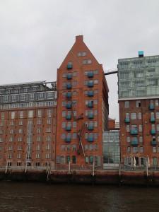 Speicher - von der Hafenfähre aus gesehen. Vermutlich heute ein sündhaft teures Loft...